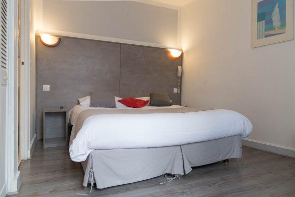 Super Hotel, 208 rue des Pyrénées, 75020, Paris.